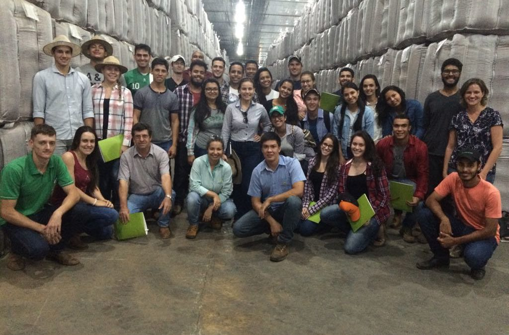 Estudantes e professores da UFMT realizam visita técnica à Agro-Sol